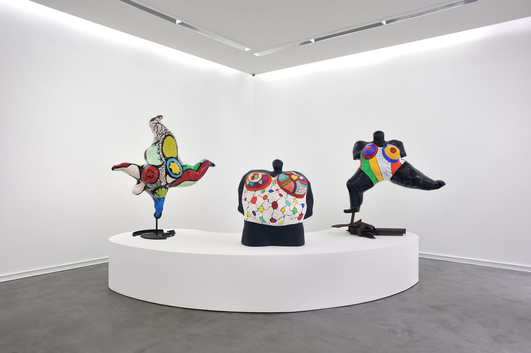 nanas 60s 90s niki de saint phalle. Black Bedroom Furniture Sets. Home Design Ideas